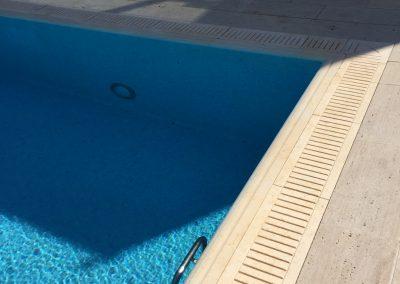 частен басейн със стъпала и борд от гръцки камък 4
